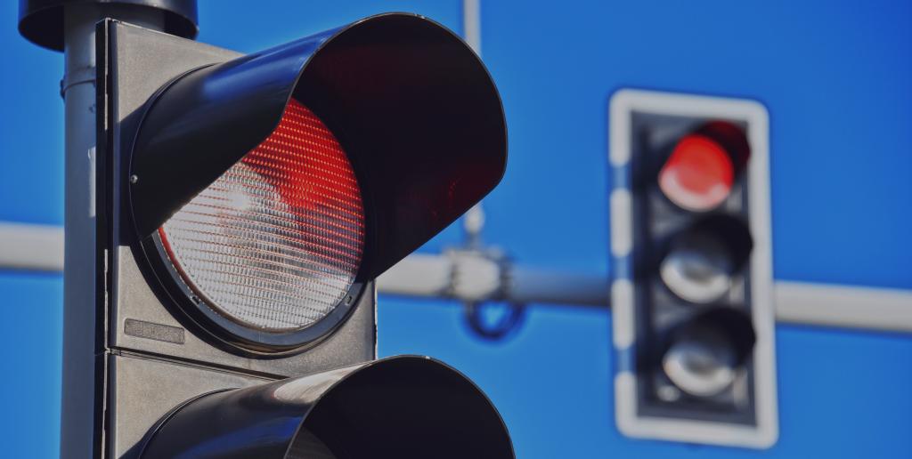 Momclone-red-traffic-light-traffic-jam-teachable-moment-post
