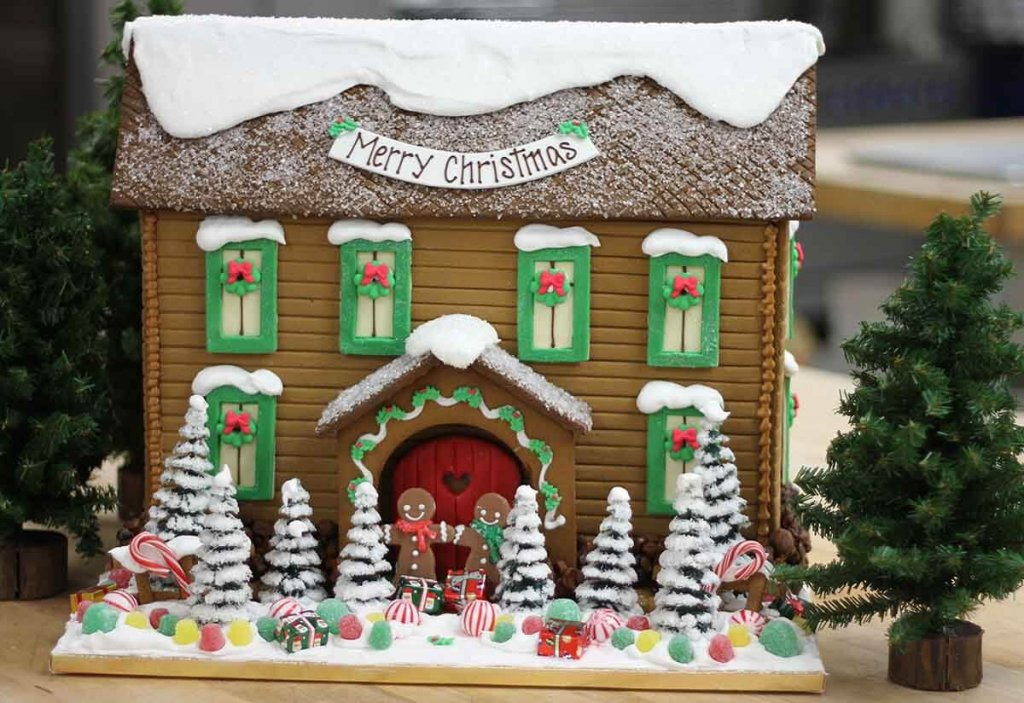 momclone-ultimate-holiday-gift-guide-2017-solvang-bakery-gingerbread-house