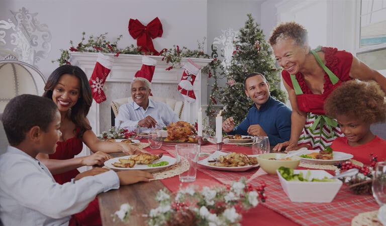 MomClone-Christmas-Dinner-Table-Family