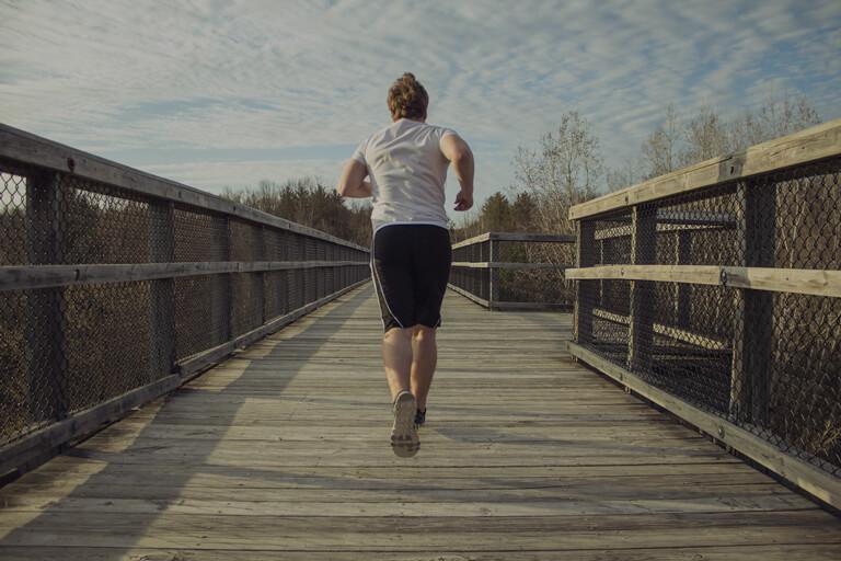 MomClone-anxiety-in-teenagers-boy-running