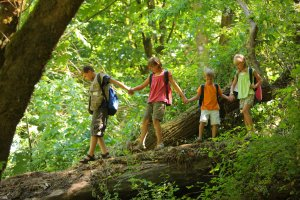 MomClone-Summer-Camp-Planning-hiking-in-woods