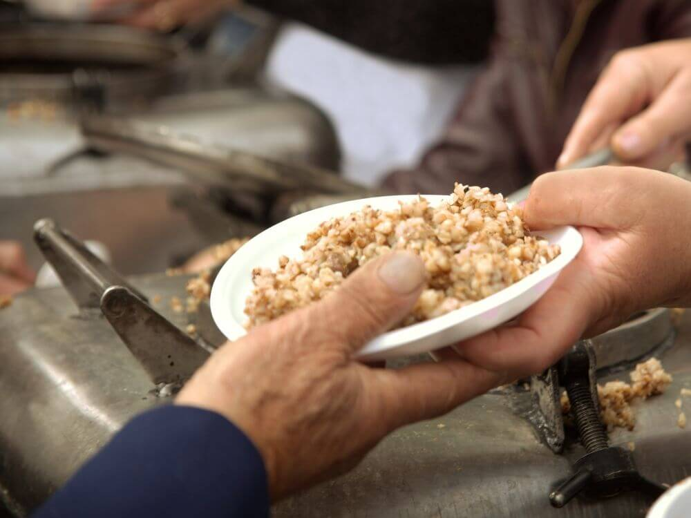 serving-food-to-homeless-at-risk